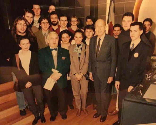 Conseil régional des jeunes, Chamalières (Puy-de-Dôme), 1992 : les futurs président (1er rang à droite) et vice-président (veste rouge) du conseil départemental de l'Allier font leurs classes. © Compte facebook Frédéric Aguilera (3.12.2020)