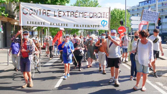 La banderole réalisée par un militant LFI © Georges-André Photos