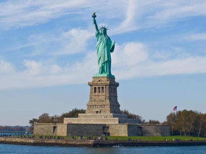 L'expert allemand Volker Heins suggère à l'Europe d'ériger devant la Sicile une statue de la Liberté comme celle qui accueillait à New York les migrants en quête d'une vie meilleure. © Wikipedia