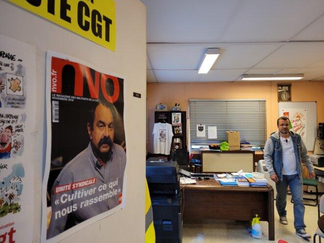 Cyril Briffault dans le local CGT de Chapelle-Darblay. © JM / Mediapart