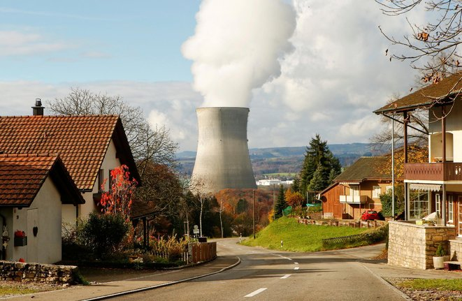 La cheminée de refroidissement de la centrale nucléaire de Leibstadt en Suisse © Arnd Wiegmann / Reuters