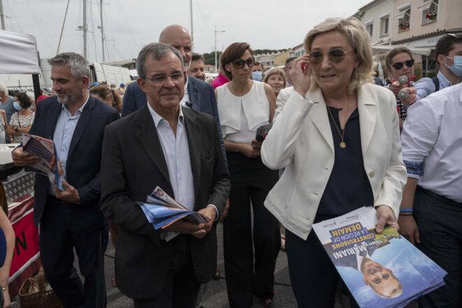 Thierry Mariani et Marine Le Pen à Six-Four-les-Plages (PACA), le 17 juin 2021. © Christophe Simon / AFP