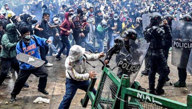 Afrontements entre la police et les manifestants à Bogota © Juan Barreto