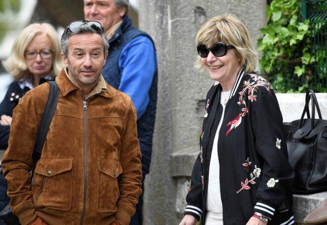 Le photographe Sébastien Valiela, avec Mimi Marchand, lors d'un déplacement d'Emmanuel Macron au Touquet, le 5 mai 2017. © Eric FEFERBERG / AFP