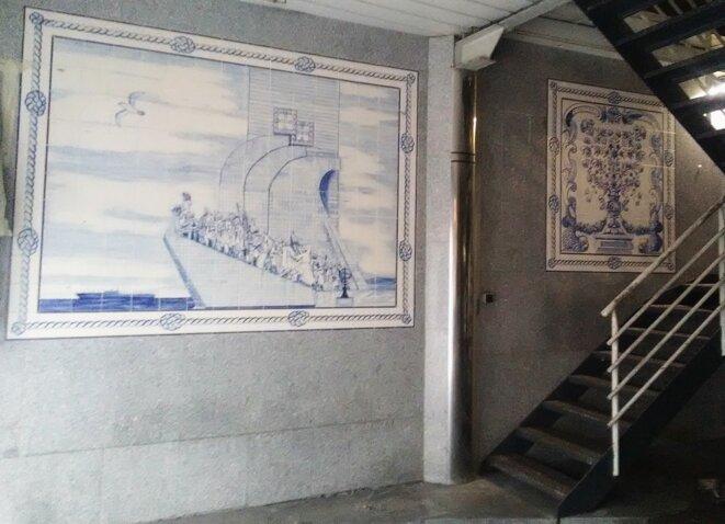 Azulejos de style classique, garage de taxis du 33 rue du Landy (Clichy-la-Garenne, 2021) © J. Cramesnil
