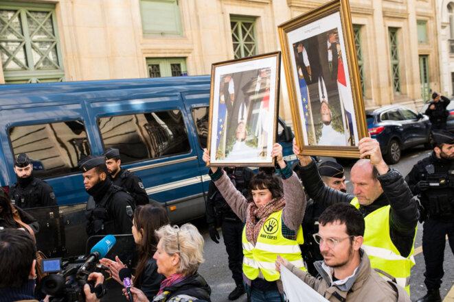 """Opération """"Démasquons Macron"""" auprès de l'Élysée le 13 mars 2020"""