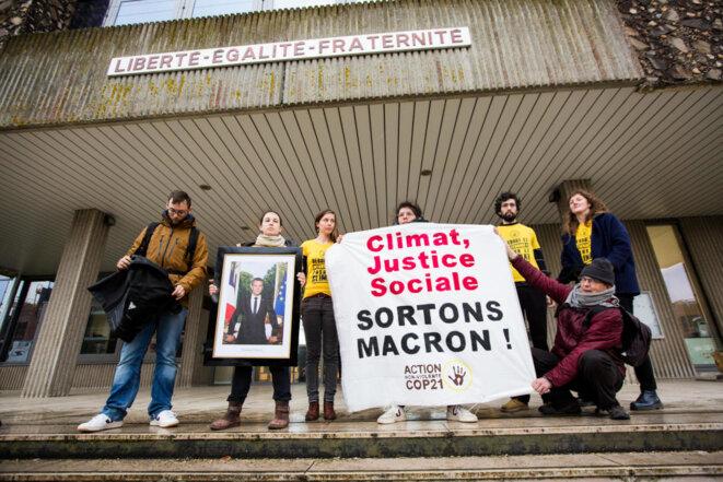 Décrochage de portrait à la mairie de Saint-Sébastien-sur-Loire (44) le 4 mars 2019
