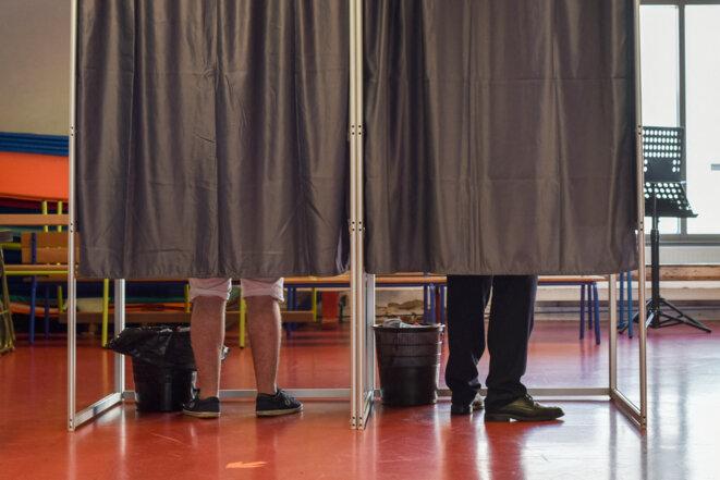 Dimanche 20 juin, dans un bureau de vote du Val-de-Marne. © Virginie Seiller / Hans Lucas / Hans Lucas via AFP