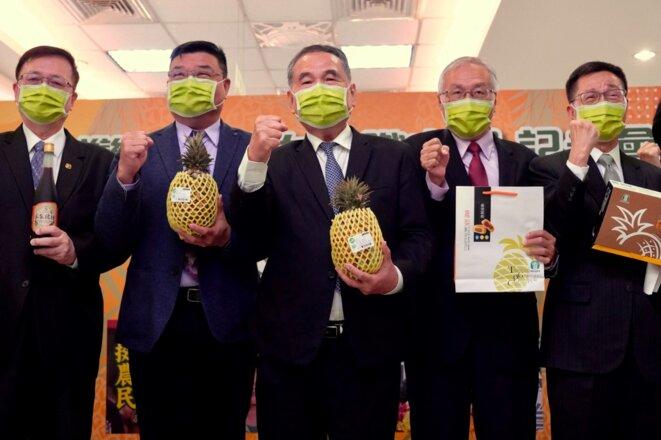 Des responsable de la Banque agricole de Taïwan lors d'une conférence de presse le 5 mars 2021. © Sam Yeh/AFP