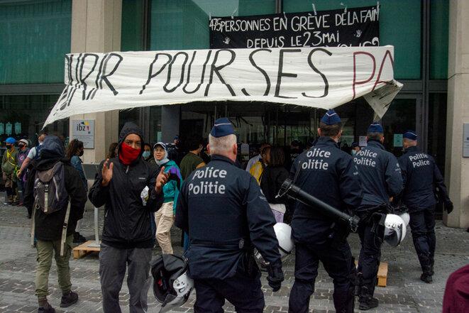 OCCUPATION DE L'OFFICE DES ÉTRANGERS © Dominique Botte
