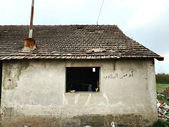 Une maison squattée par des exilés dans le nord de la Serbie. © SR