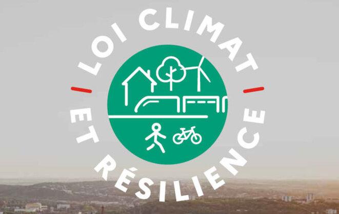 """Lo logo de la loi ronflante dite """"climat et résilience"""" avec l'arbre absent des textes de loi alors que la France ne cesse d'être épinglée pour l'insuffisance de ses efforts."""