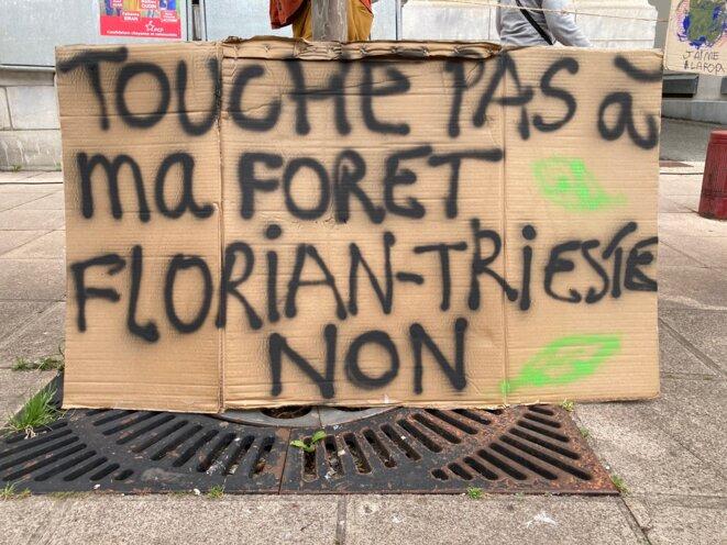 slogan du collectif Touche pas à ma forêt pour les journée de mobilisation contre le projet de méga-scierie Florian à Lannemezan les 29 et 30 mai 2021