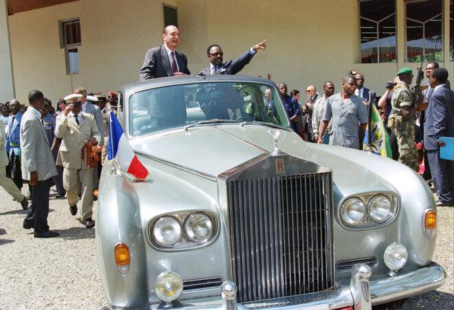 Jacques Chirac et Omar Bongo, les présidents de la France du Gabon en 1996, à Libreville. © GERARD FOUET / AFP