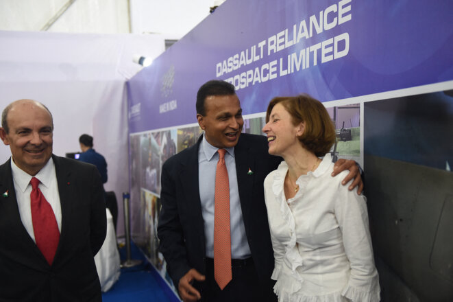 French armed forces minister Florence Parly with Reliance Group owner and chairman Anil Ambani (centre) and Éric Trappier (left), during the inauguration of the joint venture plant in Nagpur, October 27th 2017. © Money Sharma / AFP