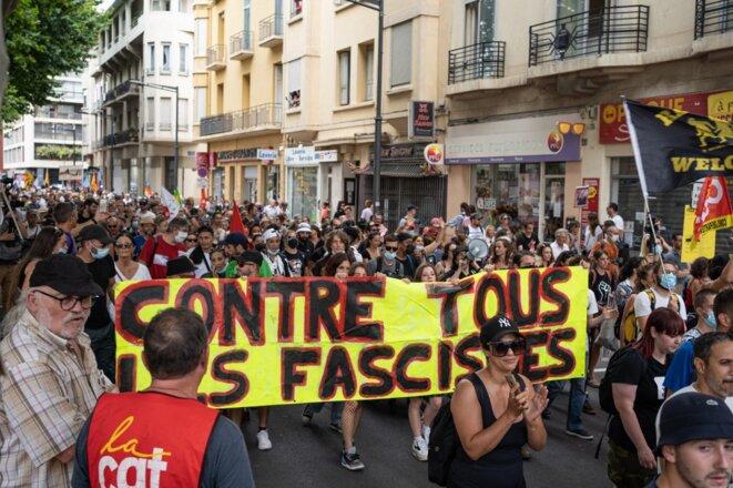 Manifestation des gauches en marge du congrès du RN à Perpignan le 3 juillet. © Jeanne Mercier /  Hans Lucas via AFP