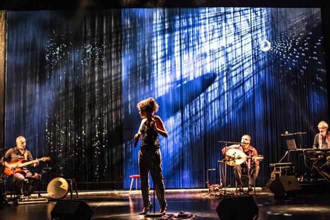 """Scène de """"A Atlal chant pour ma mère"""" © Jean-Louis Fernandez"""