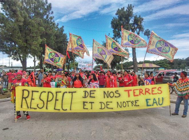 Manifestation contre l'implantation de multinationales minières en Guyane