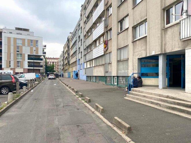 Une des barres HLM du quartier Émile-Dubois, à Aubervilliers. © IR