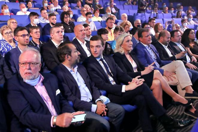 Jordan Bardella nouveau président par intérim du Rassemblement national et Marine Le Pen candidate à la présidentielle, lors du congrès du 4 juillet 2021 à Perpignan. © VALENTINE CHAPUIS / AFP