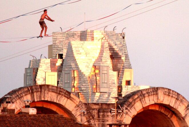 Tour Luma  Gehry au dessus des arènes romaines © Pierre Grenet