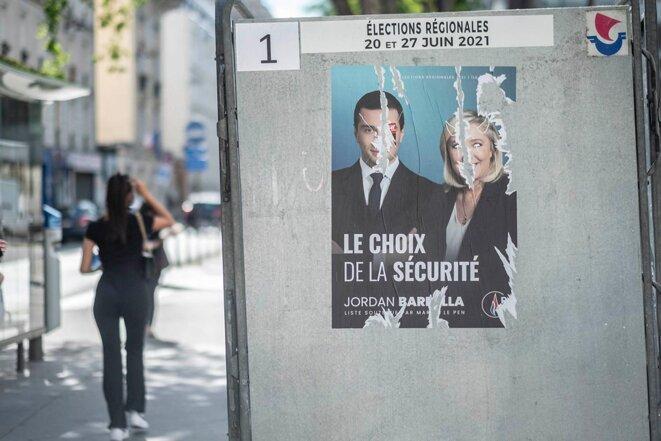 Affiche électorale de Jordan Bardella, pour les élections régionales 2021 en Île-de-France. © Photo Hugo Passarello Luna/Hans Lucas via AFP