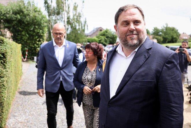 Oriol Junqueras (à droite) mercredi 7 juillet 2021 à Waterloo (Belgique) © Kenzo Tribouillard / AFP.