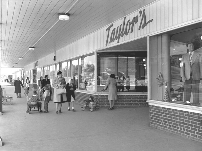 Photographie du Jackson Square Shopping Center Townsite, prise par Ed Westcott, Oak Ridge, (Tennessee, Etats-Unis), 3 août 1948. Source: Wikimedia Commons. © Ed Westcott