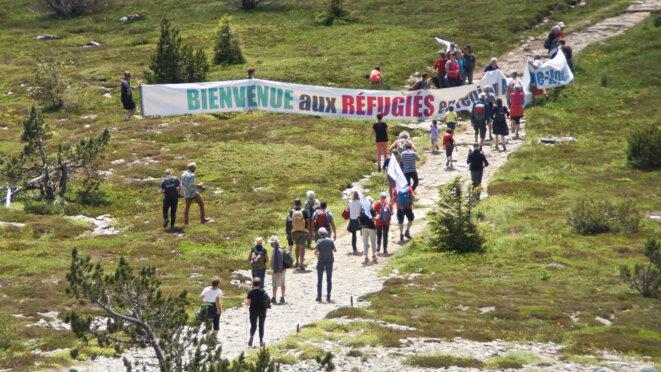 La chaîne de solidarité humaine © Georges-André Photos