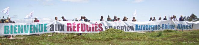 La banderole immense déployée au Mont Mézenc © Georges-André Photos
