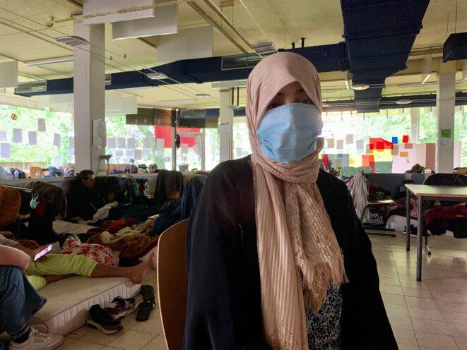 Hasna, diplômée en géographie, fait partie des sans-papiers en grève de la faim à l'ULB. © NB