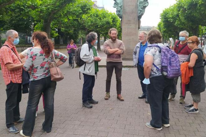 Présent avec Dany Karcher et Michael Kugler sur la place Broglie afin de renseigner ceux qui n'avaient pas eu l'info du report du rassemblement au mardi 20 juillet © Bruno Dalpra