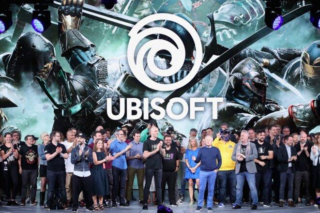 Le PDG d'Ubisoft Yves Guillemot et des salariés, sur scène à Los Angeles, à la conférence professionnelle E3, le 11 juin 2018. © Christian Petersen / Getty Images / AFP