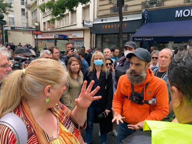 Jérôme Rodrigues, figure des gilets jaunes, lors de leur manifestation anti-passe sanitaire le 17 juillet. © RLS