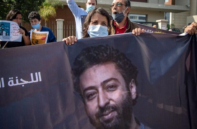 La mère de Omar Radi lors d'un rassemblement de soutien à son fils, journaliste emprisonné, à Casablanca, le 22 septembre 2020. © Photo Fadel Senna / AFP