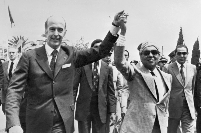 Fès, le 4 mai 1975. Valéry Giscard d'Estaing avec le roi du Maroc, Hassan II, lors d'une visite du président français. © Photo Georges Bendrihem / AFP