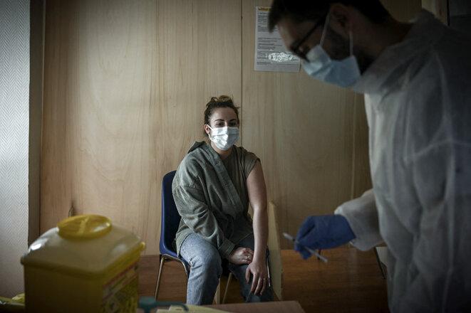 Dans un centre de vaccination contre le coronavirus dans le quartier Bacalan à Bordeaux, le 26 mai 2021. © Photo Philippe Lopez / AFP