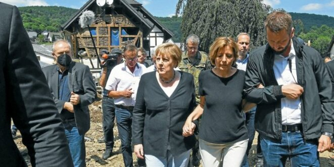 La chancelière Angela Merkel avec la ministre-président de Rhénanie-Palatinat, Maly Dreyer (SPD)