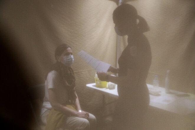 Dans un centre de vaccination à Coupvray, en avril 2021. © Photo Geoffroy Van der Hasselt / AFP