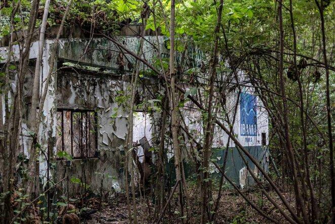 Les anciens locaux de l'Ibama, l'Institut brésilien des ressources naturelles renouvelables, sont aujourd'hui abandonnés à Humaitá. © Photo Jean-Mathieu Albertini pour Mediapart