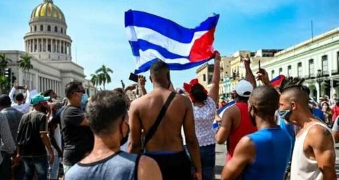 Les manifestants pacifiques au Capitolio National à La Habana, avant le répression. © FIO PT