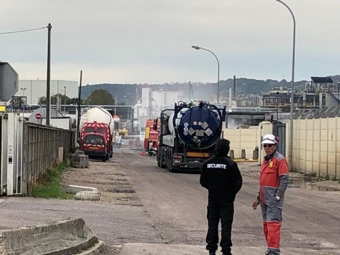 Entrée de l'usine Lubrizol, à Rouen, le 3 octobre 2019, une semaine après l'incendie (JL).