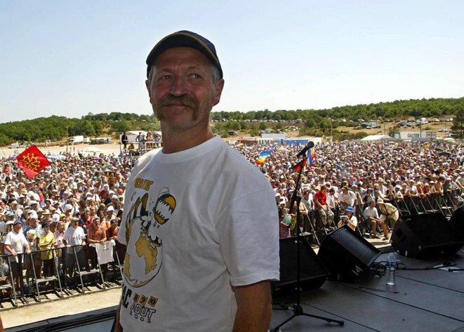 José Bové le 10 août 2003, lors du grand rassemblement altermondialiste organisé dans le Larzac. © Eric Cabanis / AFP