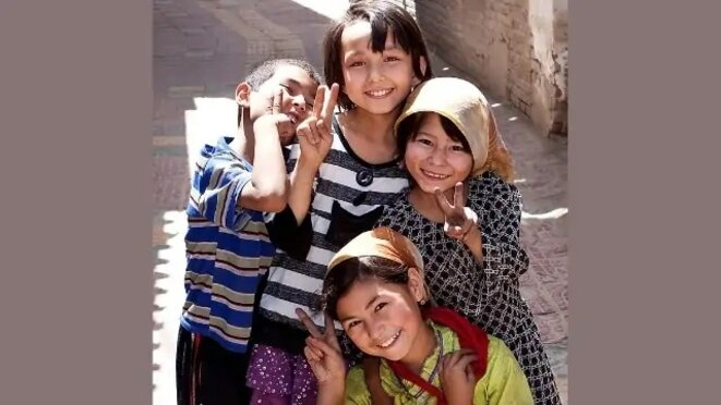 Avant la tempête : les enfants ouïghours en des temps plus heureux (crédits).