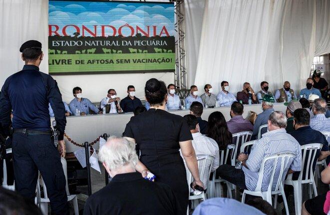 Nabhan Garcia, secrétaire spécial des questions foncières, et proche de Jair Bolsonaro répond aux questions lors de l'évènement à Ji-Paraná. © Photo Jean-Mathieu Albertini pour Mediapart