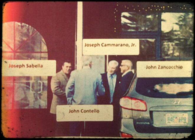 Photo de surveillance des chefs des cinq grandes familles de la mafia new-yorkaise, dont Joseph Cammarano, au centre. © Photo DR.