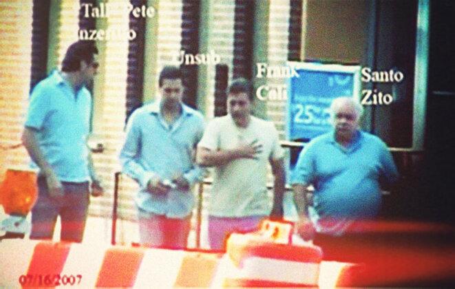 Photo de surveillance de Frank Cali (3e en partant de la gauche) avec Pete Inzerillo (1er à gauche). © Photo DR.