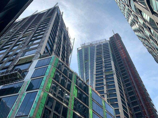 Le chantier du «XI», un ensemble de deux tours sur la 11eavenue de Manhattan. © Photo Patricia Neves pour Mediapart