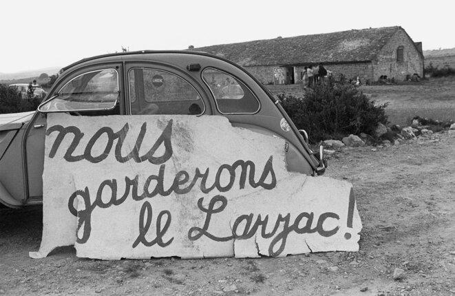 A l'occasion d'une des nombreuses manifestations sur le Larzac contre l'extension du camp militaire, le 13 août 1977 © Archives AFP