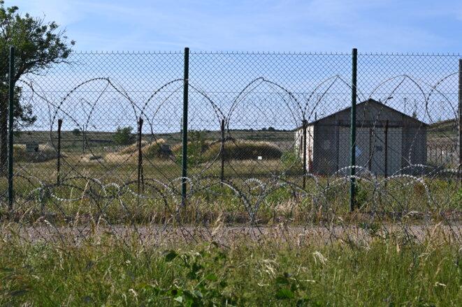 En bordure du camp militaire de La Cavalerie. © RG / Mediapart